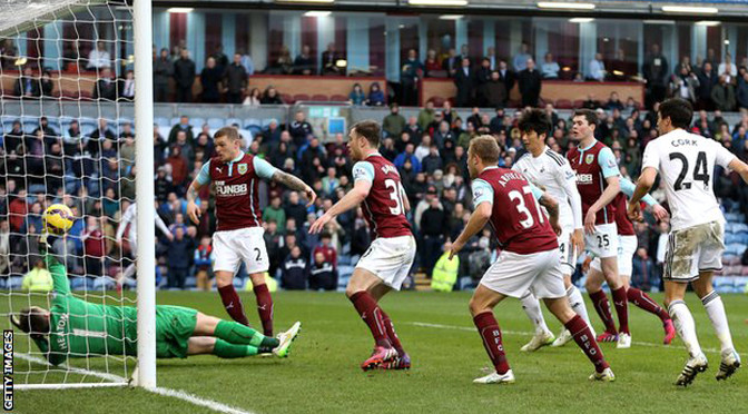 Premiership: Burnley 0-1 Swansea